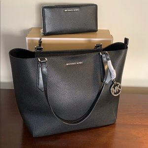 Michael Kors Kimberly Tote + Wallet Leather Black